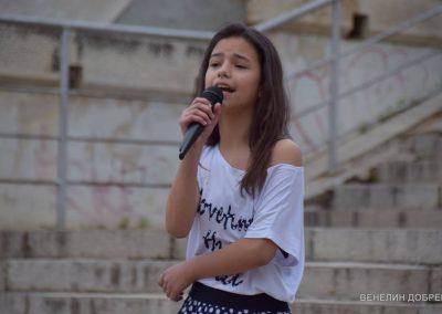 """Яна Маринова с песента """"Доброто в теб"""""""